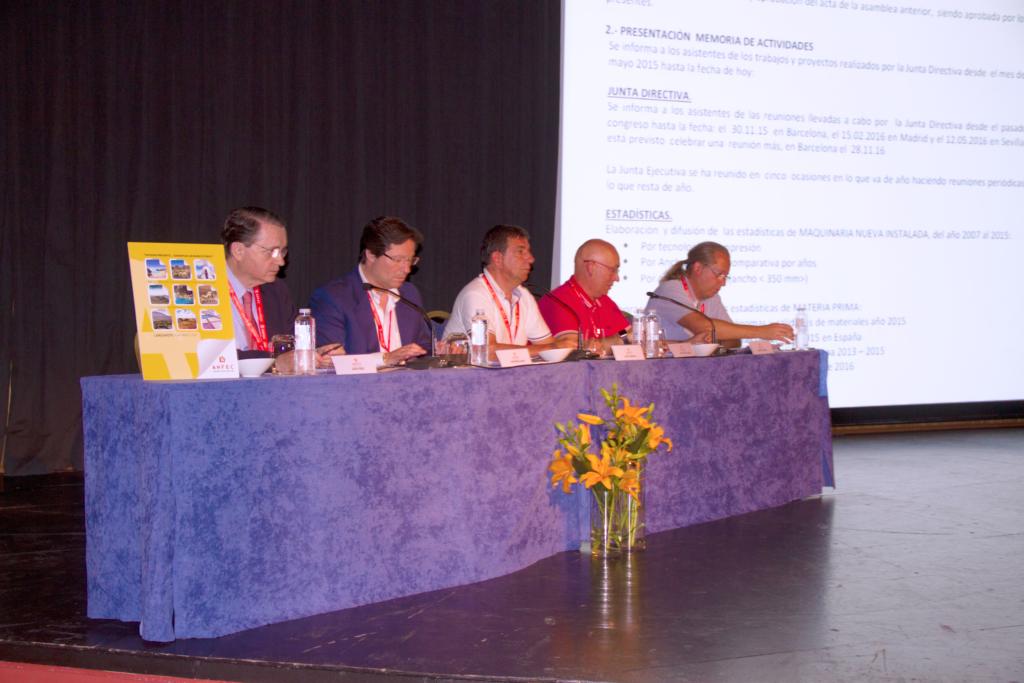 Los miembros de la Junta Directiva de ANFEC en la apertura del XIX Congreso.